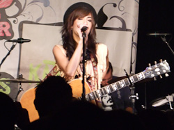 Kate Voegele live in Dallas 20090531